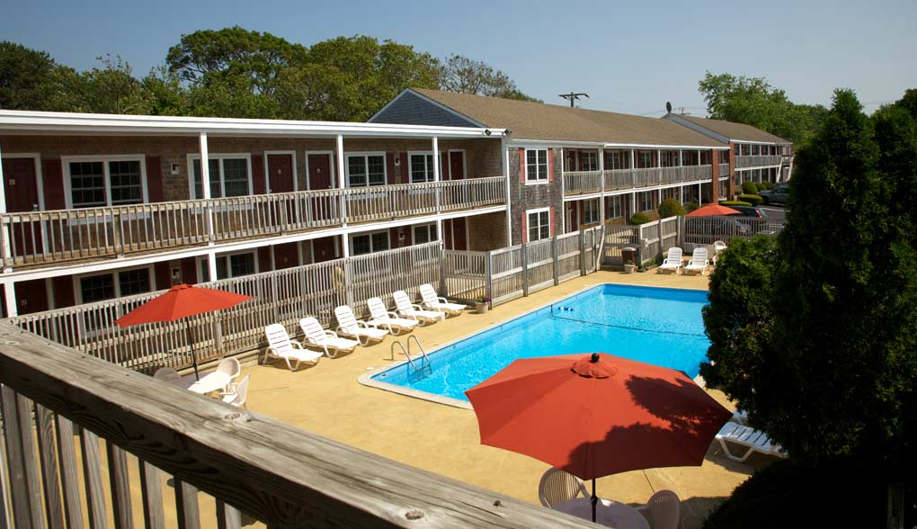 Cape Cod Family Hotel with Swimming Pool