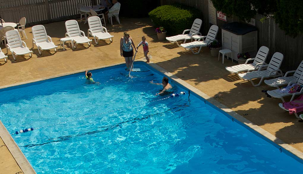 Cape Cod Hotel with Swimming Pool